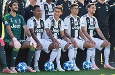 Mattia Perin, Alex Sandro, Paulo Dybala, Joao Cancelo and Mattia De. Juventus Fc, Juventus Stadium, Soccer Guys, Football Boys, Soccer Teams, Alex Sandro, Professional Football, Team Photos