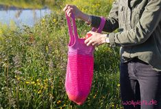 Crochet shopping bag - free pattern No plastic bags, but a homemade summer accessory in your hands? We will show you how to crochet this shopping bag! Knitting Websites, Knitting Blogs, Knitting For Beginners, Baby Knitting, Knitting Patterns, Crochet Patterns, Crochet Gifts, Crochet Baby, Braided Scarf