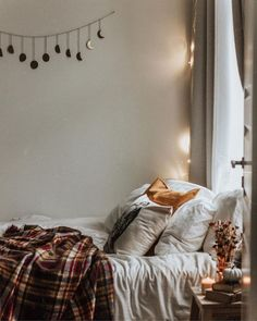 What is a perfect autumn morning look like for you?- I loveee waking up to the sound of autumn rain or see a thick fog covering my view. The air is cold & all the leaves are golden.Then drink a cu… – Home – Home Decor Ideas Fall Bedroom Decor, Fall Home Decor, Cozy Bedroom, Bedroom Inspo, Dream Bedroom, Autumn Diy Room Decor, Bedroom Inspiration, Autumn Room, Autumn Morning