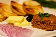 Tatárbifsztek | J&O receptek Cornbread, Ethnic Recipes, Food, Millet Bread, Essen, Meals, Yemek, Corn Bread, Eten