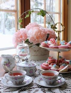 what a pretty tea set! i wouldn't mind going to this tea party :D Party Set, Party Time, Coffee Time, Tea Time, Vintage Tee, Tee Set, Afternoon Tea Parties, Cuppa Tea, Tea Sandwiches
