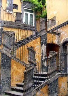 Palazzo Marigliano 39 - Albergo del Purgatorio - tel. 081 551 6625 - Via San Biagio dei Librai NAPOLI
