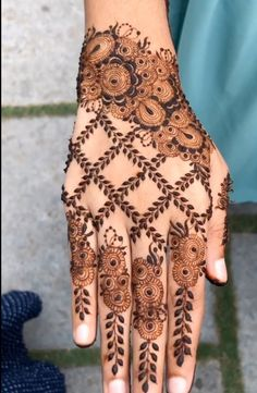 Henna Designs Easy, Best Mehndi Designs, Mhndi Design, Chocolate Tumblr, Simple Henna, Hand Henna, Hand Tattoos