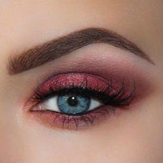 Brooke Simons MUA (@brookesimonsmua) creates a red and pink smokey eye makeup look using cruelty free vegan Illamasqua precision gel liner in infinity #illamafia