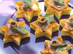 Polenta with pepper sauce - Easy And Healthy Recipes Quick And Easy Appetizers, Appetizers For Party, Fingers Food, Healthy Finger Foods, Gluten Free Puff Pastry, New Year's Food, Star Food, Food Garnishes, Catering