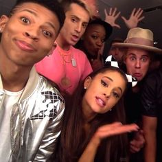 Pin for Later: Justin Bieber et Ariana Grande Font le Buzz en Chantant la Nouvelle Chanson de Carly Rae Jepsen en Playback