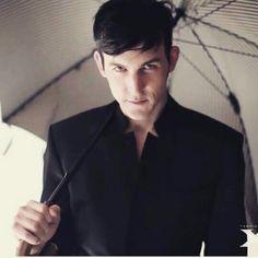 He is solo adorable! Gotham Series, Gotham Cast, Gotham Tv, Riddler Gotham, Gotham Villains, Tv Actors, Actors & Actresses, Robin Lord Taylor, Anthony Carrigan