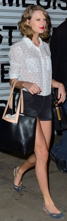 Who made Taylor Swift's black tote handbag, black leather handbag, and white print button down shirt? Purse – Dolce & Gabbana and Kate Spade  Shirt – Rails