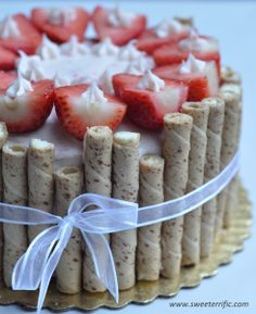 Strawberry Cream Cheese Cake - looks fabulous