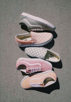 Which type of Vans would you choose? If I had to choose I would pick the light g Fila Shoes Outfit choose Light Pick Type Vans Tenis Vans, Vans Sneakers, Sneakers Fashion, Fashion Shoes, Fashion Clothes, Trendy Fashion, Vans Footwear, Women's Vans, Tomboy Fashion