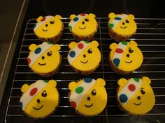 lauralovescakes...: Pudsey Bear Cupcakes for Children in Need