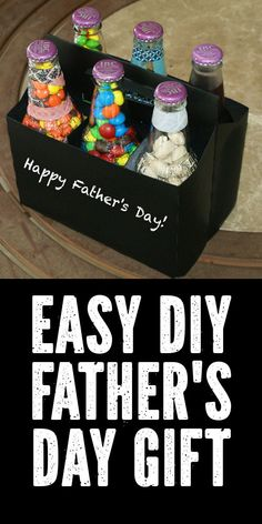 The kids can make this popular DIY Father's Day gift idea for a fun treat filled six pack that comes complete with a six pack chalkboard treat carrier! Diy Father's Day Crafts, Diy Father's Day Gifts Easy, Diy Gifts For Dad, Diy Holiday Gifts, Father's Day Diy, Dad Crafts, Easy Diy, Cheap Fathers Day Gifts, Homemade Fathers Day Gifts