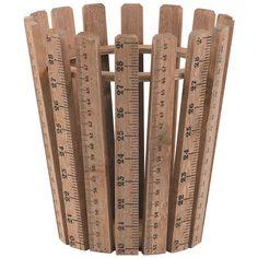 Eigenschaften und Vorteile: Großer Korb besteht aus Bretter, die Holzlineale imitieren Praktische Aufbewahrung für kleine Dinge auf dem SchreibtischFarbe: grau