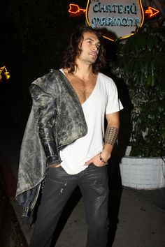 "Jason Momoa Photos Photos - EXCLUSIVE Burly model Jason Momoa, who has just been cast in ""Conan the Barbarian,"" leaves Chateau Marmont. Jason's wife Lisa Bonet was still inside the hotel. The pair had met up with Lisa's daughter Zoe and her father (Lisa's ex- husband) musician Lenny Kravitz. - Jason Momoa Leaves Chateau Marmont"