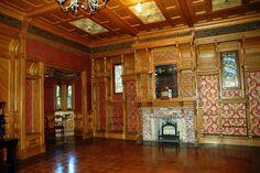 Depuis ce temps, la maison Winchester est restée à l'état d'époque, nous pouvons toujours contempler ses 160 pièces, ses 47 cheminées ou encore même ses 2 salles de bal.
