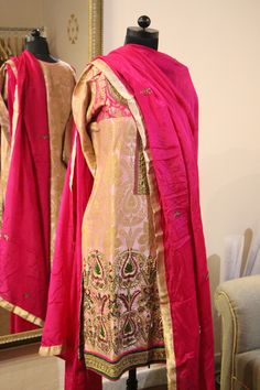 A pink hand embroidered pure brocade indian suit, with a chiffon dupatta by Honii Sandhu Trousseau Trove. Indian wedding outfits, sikh wedding Hindu Weddings, www.honiisandhu.com