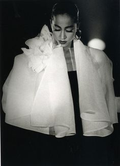 Una mostra che racconta il genio stilistico di Gianfranco Ferré attraverso la camicia bianca. Al Museo del Tessuto di Prato fino al 29 Giugno 2014