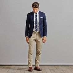 What Are Chinos and How Men Should Wear Them? Chinos And Blazer Men, Blue Blazer Outfit Men, Chinos Men Outfit, Navy Blazer Men, Blazer Outfits Men, Blazers For Men, What Are Chinos, Dresscode Business, Color Combinations For Clothes