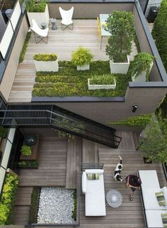 Having a rooftop that can be utilized as garden is a blessing. Rooftop garden design varies widely depending on available space as well as your building Rooftop Terrace Design, Rooftop Garden, Rooftop Deck, Terrace Ideas, Balcony Gardening, Garden Plants, Terrasse Design, Contemporary Garden, Contemporary Bedroom