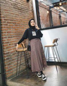 Style hijab casual remaja 41 ideas style discover the latest hijab fashion hijab styles 2019 burqa designs abaya designs modest fashion Casual Style Hijab, Casual Hijab Outfit, Style Outfits, Hijab Chic, Mode Outfits, Fashion Outfits, Ootd Hijab, Fashion Fashion, Hijab Style Dress