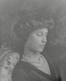 Even in mourning, Madeleine Astor wore the diamond dog collar and pearls her husband had given her.
