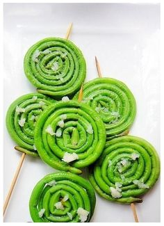 """PIRULETAS"" DE AJETES (Minced garlic lollipops)"