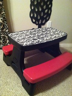 DIY Repurposed Little Tikes table. 2 cans of spray paint, damask wrapping paper, and mod podge. A beautiful table fit for any diva! (Want one bigger for my dining room! Little Tikes Picnic Table, Kids Picnic Table, Recycled Furniture, Kids Furniture, Spray Paint Crafts, Diy Toys Car, Diy For Kids, Crafts For Kids, Mickey Mouse Bedroom