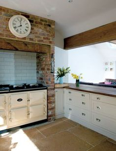 Luxe en warmte - Hoog ■ Exclusieve woon- en tuin inspiratie. Inspireren, Kitchen Cabinets, Frans, Villa, Dressing, Bar, Home Decor, Glass House, Lush