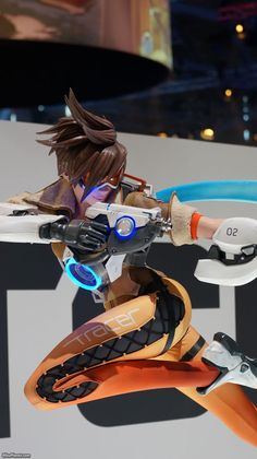 GamesCom 2015 - Overwatch Life-Size Statues by FX Deco Studio included Reaper, Tracer and Winston. Overwatch Video Game, Overwatch Fan Art, Tracer Cosplay, Rainbow Six Siege Art, Crazy Toys, Overwatch Wallpapers, Life Size Statues, Soldier 76, Night Elf