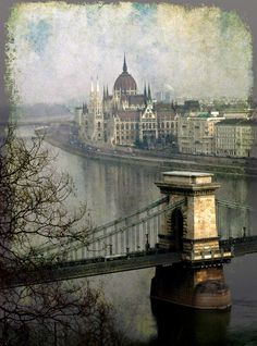 The Danube River, Budapest, Hungary La memoria imperfecta…...