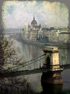 The Danube River, Budapest, Hungary La memoria imperfecta…...