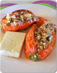 Η απόλαυση της βρώσης ~ Ας μαγειρέψουμε: Γεμιστές πιπεριές κλασική αξία Greek Cooking, Bruschetta, Ethnic Recipes, Food, Hoods, Meals