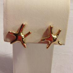 🌟NEW🌟 gold starfish earrings Gold tone. Pierced studs. Jewelry Earrings