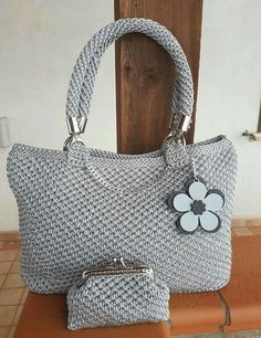Marvelous Crochet A Shell Stitch Purse Bag Ideas. Wonderful Crochet A Shell Stitch Purse Bag Ideas. Bag Crochet, Crochet Shell Stitch, Crochet Handbags, Crochet Purses, Macrame Bag, Shopper, Knitted Bags, Vintage Crochet, Handmade Bags