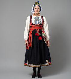 Gammel Raudtrøyebunad fra Øst-Telemark, modell fra Porsgrunn