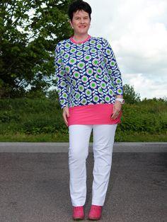 ♀ Bling Bling Over 50: Weiße Hose mit Prilblumen-Shirt