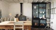 deVOL Real Shaker Kitchens are handmade in England using authentic Shaker style Kitchen cabinets. Simple kitchens of the highest quality define this range of functional furniture Farm Kitchen Ideas, Pig Kitchen Decor, Italian Kitchen Decor, Mason Jar Kitchen Decor, Mason Jars, Rustic Kitchen, Kitchen Design, Vintage Kitchen, Vintage Farm