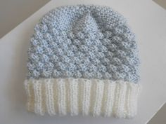 tuto - Layette tricot bb fait main, modèle tricot bebe Baby Set, Knitting Needles, Baby Knitting, Crochet Bunting, Knit Crochet, Crochet Hats, Baby Booties, Knitted Hats, Crochet Patterns