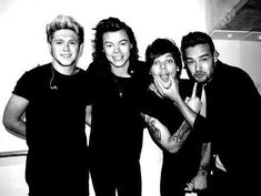 Find images and videos about one direction, niall horan and louis tomlinson on We Heart It - the app to get lost in what you love. One Direction Fotos, One Direction Wallpaper, One Direction Pictures, One Direction Harry, Direction Quotes, Louis Y Harry, Larry, Harry Styles Fotos, Black And White Aesthetic