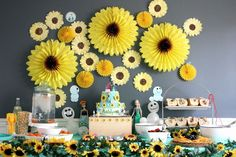 10 Stunning Sunflower Party Design Ideas For Your Wedding within Sunflower Birthday Party - Best Birthday Party Ideas Frozen Fever Party, Frozen Birthday Party, Sunflower Birthday Parties, Sunflower Party, Sunflower Baby Showers, Birthday Party For Teens, Frozen Theme, 3rd Birthday, Birthday Ideas