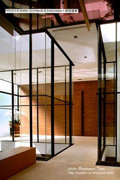龔書章 原相聯合建築師事務所 - 大直墨香明水 接待中心 白與黑,實與虛......這個案子的特殊處在於採用大量的玻璃、竹,甚至水來當素材,穿透中帶著禪味。