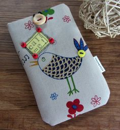 Crochet Phone Cover I phone cover Fabric Crafts Easy Crochet Projects, Crochet Crafts, Fabric Crafts, Craft Patterns, Crochet Patterns, Cell Phone Pouch, Phone Cases, Crochet Phone Cover, Crochet Mobile