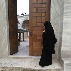 Niqab Fashion, Street Hijab Fashion, Anime Muslim, Muslim Hijab, Muslim Women Fashion, Islamic Fashion, Muslim Brides, Muslim Girls, Hijab Style Tutorial