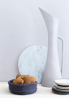 1609 Grytekluter. Heklet brødkurv Vase, Plates, Tableware, Food, Design, Home Decor, Licence Plates, Dishes, Dinnerware