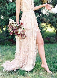 Virginia blush spring wedding at North Point Plantation with Rachel May Photography and East Made Event Company featured on Diy Bouquet Mariage, Diy Wedding Bouquet, Wedding Gowns, Wedding Day, Bridal Bouquets, Boho Wedding, Floral Wedding, Wedding Ceremony, Wedding Flowers