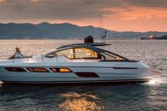 "Advanced and surprising! Be conquered by the new Pershing 5X ""fighter jet"" on the water"