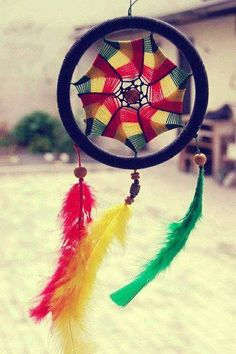I love this rasta dream catcher! I AM going to make something like this.