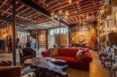 This unique gallery offers a creative and romantic atmosphere in an eclectically versatile space that can be arranged to fit your needs.