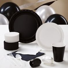 Black and White party ideas. I actually like how simple this is Black And White Theme, Black White Parties, Black And White Party Decorations, Black Party, White Style, Birthday Party For Teens, 80 Birthday, 50th Party, Birthday Ideas