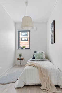 27 Amazing Small Apartment Bedroom Design Ideas And Decor. If you are looking for Small Apartment Bedroom Design Ideas And Decor, You come to the right place. Below are the Small Apartment Bedroom De. Small Apartment Bedrooms, Apartment Bedroom Decor, Small Room Bedroom, Guest Bedrooms, Small Rooms, Home Bedroom, Bedroom Wall, Simple Bedroom Small, Teen Bedroom